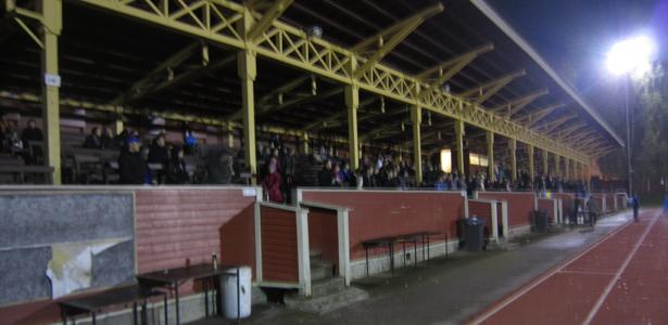 Otteluun saapui runsaslukuinen yleisö.