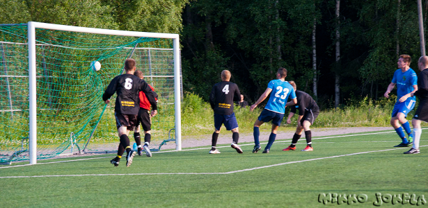 ...ja Jan Irjala puskee pallon maaliin: 1-0