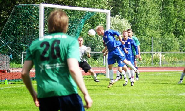 JanPan Santeri Kedonperä puskee pallon omaan maaliin Mika Kytöviidan sivurajaheitosta