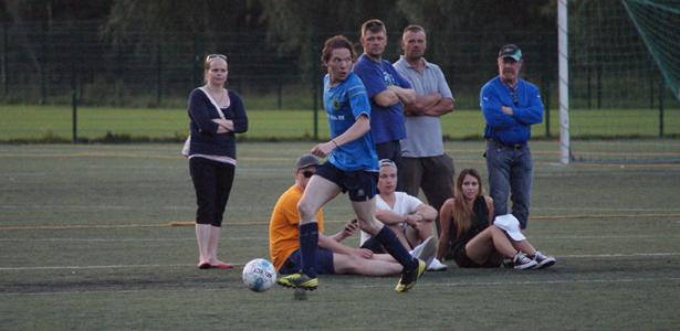 Hyvän ottelun laitapuolustajana pelannut Vesa Suonsyrjä hakee keskityspaikkaa
