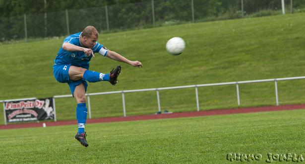 Timo Kauppisella oli heti ottelun alkupuolella parikin maalipaikkaa