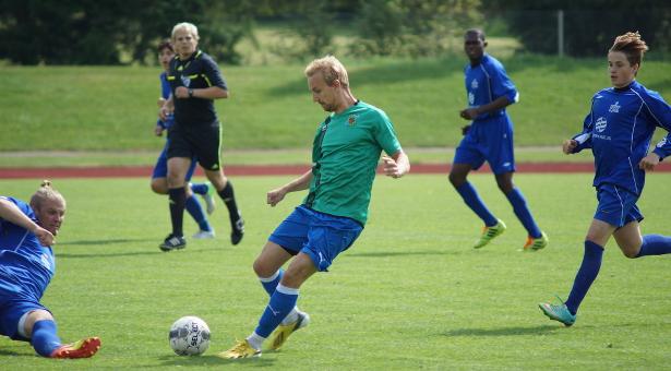 Ville Toiva pelasi erinomaisen ottelun keskikentän keskustassa, ja teki myös ensimmäisen maalinsa Sinipaidoissa