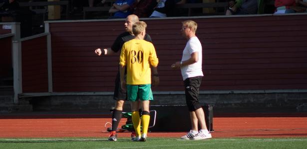 Paidanvaihtoepisodi meneillään: Niko Hasalle etsitään uusi pelipaita, kun huomattiin että myös Samuel Bashmakov oli pelannut koko ajan numerolla 30