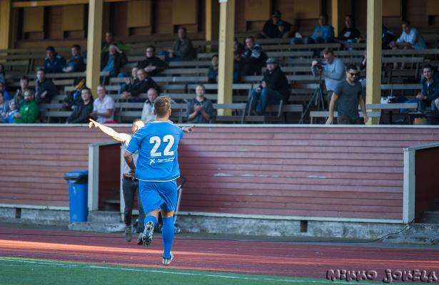 Andrea Milanti juhlii maalian katsojien edessä