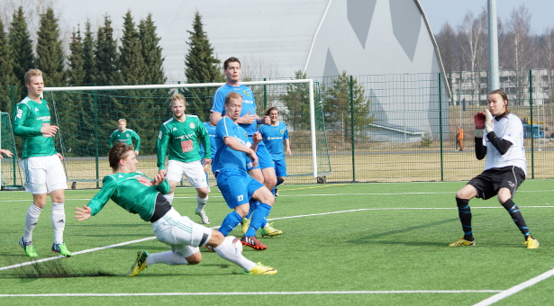 Antti Tapola tekee 1–0 -maalin