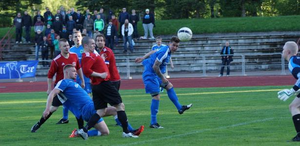Veli-Pekka Franssila puskee ottelun lopullisen ratkaisun