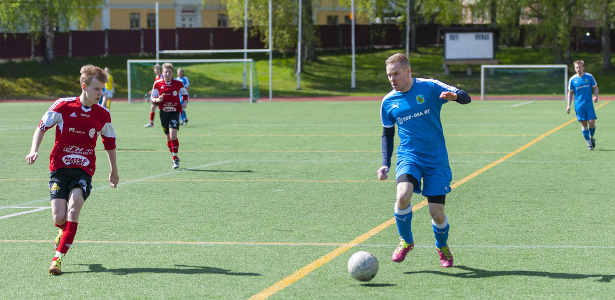 Edellisen kerran sarja-avauksessa pelannut Petri Vadén teki paluun kokoonpanoon