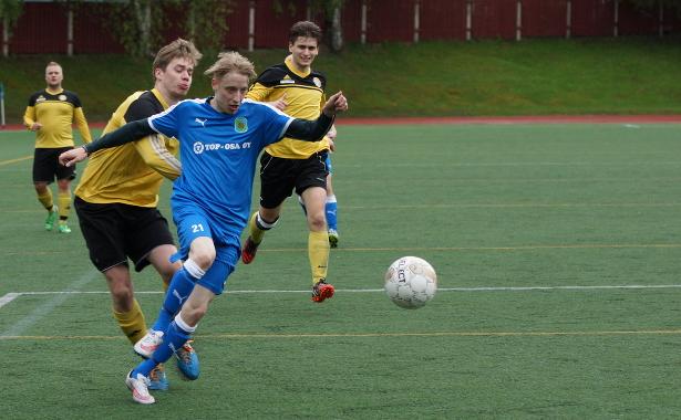 Markku Rantanen pelasi parhaan ottelunsa Sinipaidoissa. Maalintekokin oli lähellä.