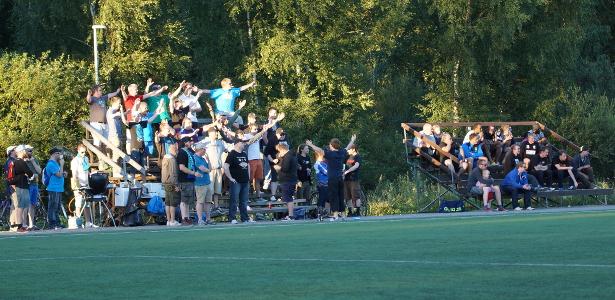 Otteluun oli saapunut runsaasti yleisöä