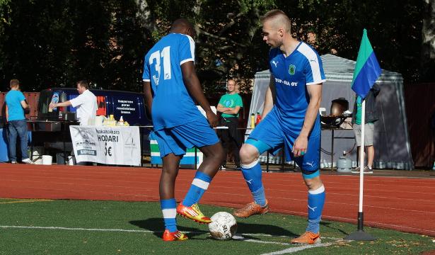 Jonne Keränen ja Jonathan Makueno pelasivat ottelun loppuun kulmalipulla